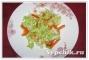 Витаминный салат из пекинской капусты, перца и сельдерея