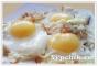 Яичница глазунья с луком